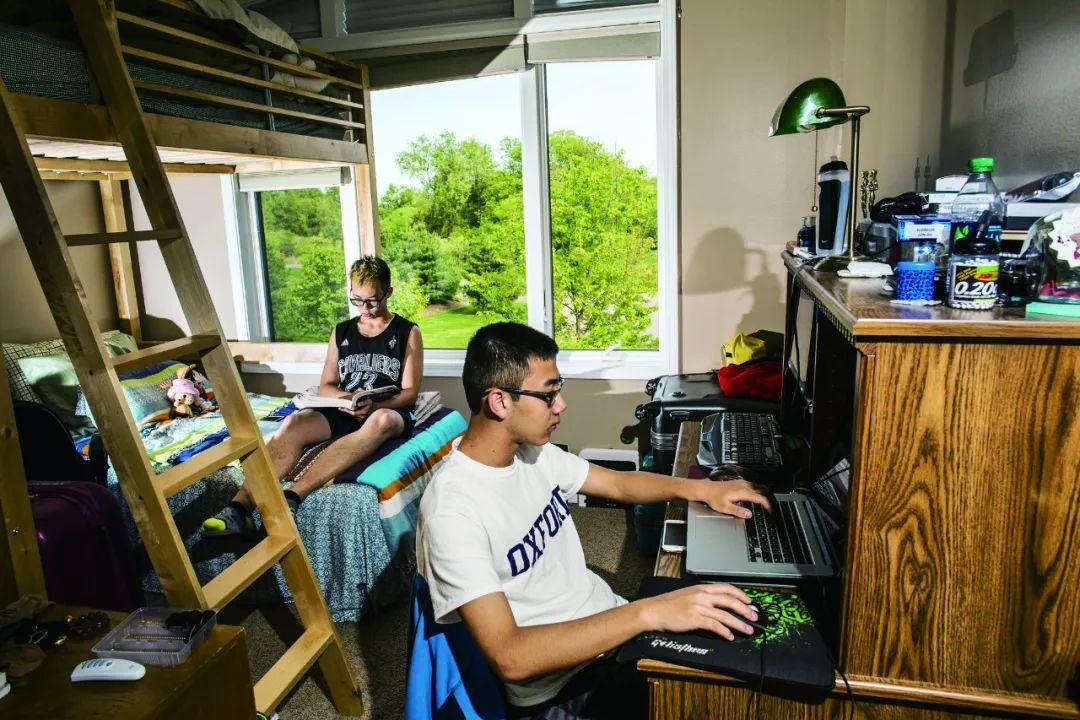 """大陆低龄留学""""新世相"""":中国小留学生的得与失"""