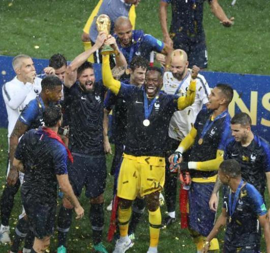 法国时隔20年再举大力神杯,克罗地亚同样值得尊敬!