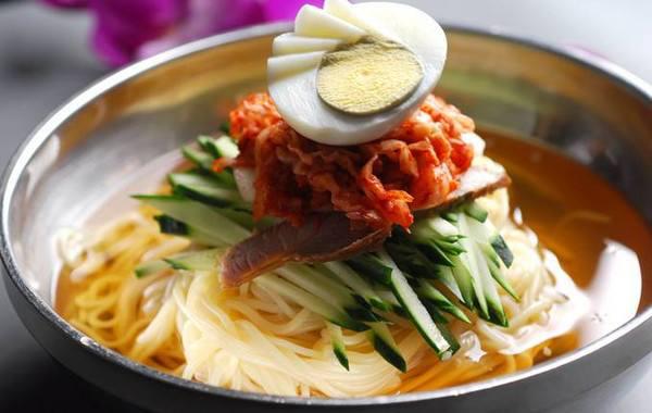 【双语学习】韩国物价飞涨,连炸鸡和冷面都要吃不起了?