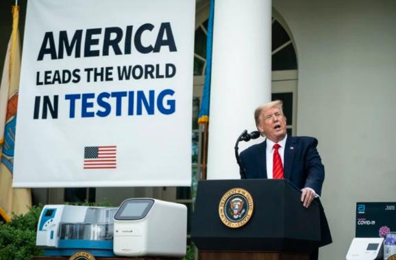怼不过就跑——特朗普记者会上竟然扭头就走?