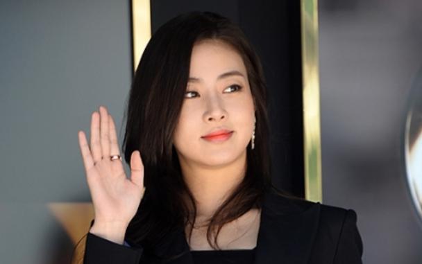 【双语学习】韩国演员姜素拉发表婚讯,粉丝祝贺连连
