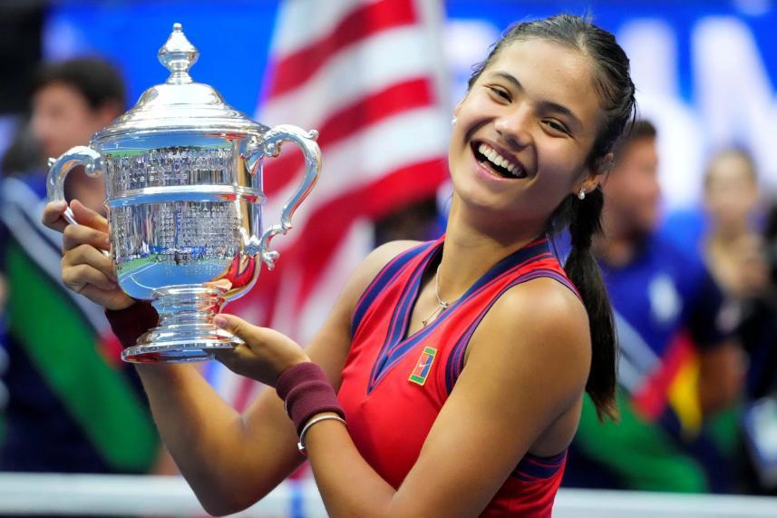18岁华裔女孩网球大满贯赛一战封神,成为英...